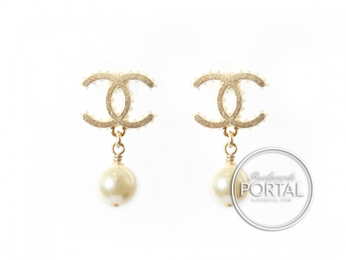Chanel Earrings - CC Classic Bottle Cap in Gold with Drop Pearl