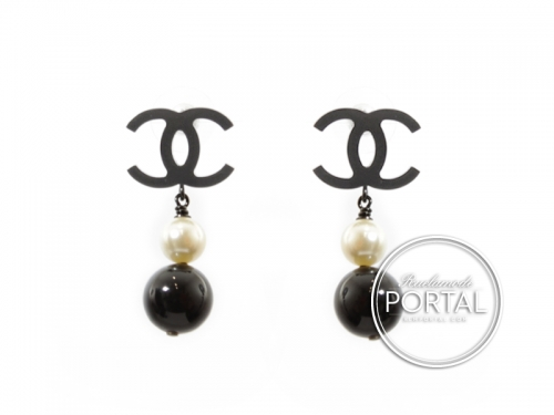 Chanel Earrings - CC Classic in Rhodium with Drop Black and White Pearl