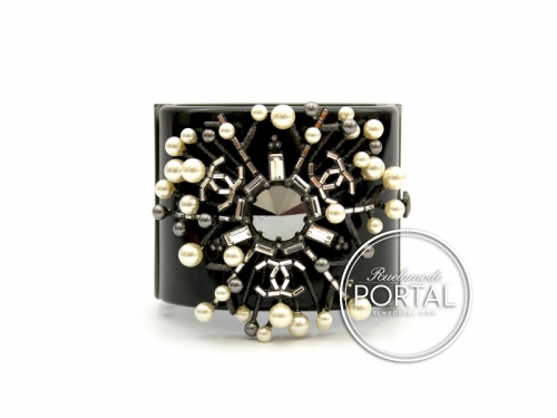 Chanel Vintage - Pearls & Crystal Bracelet (Medium Size)